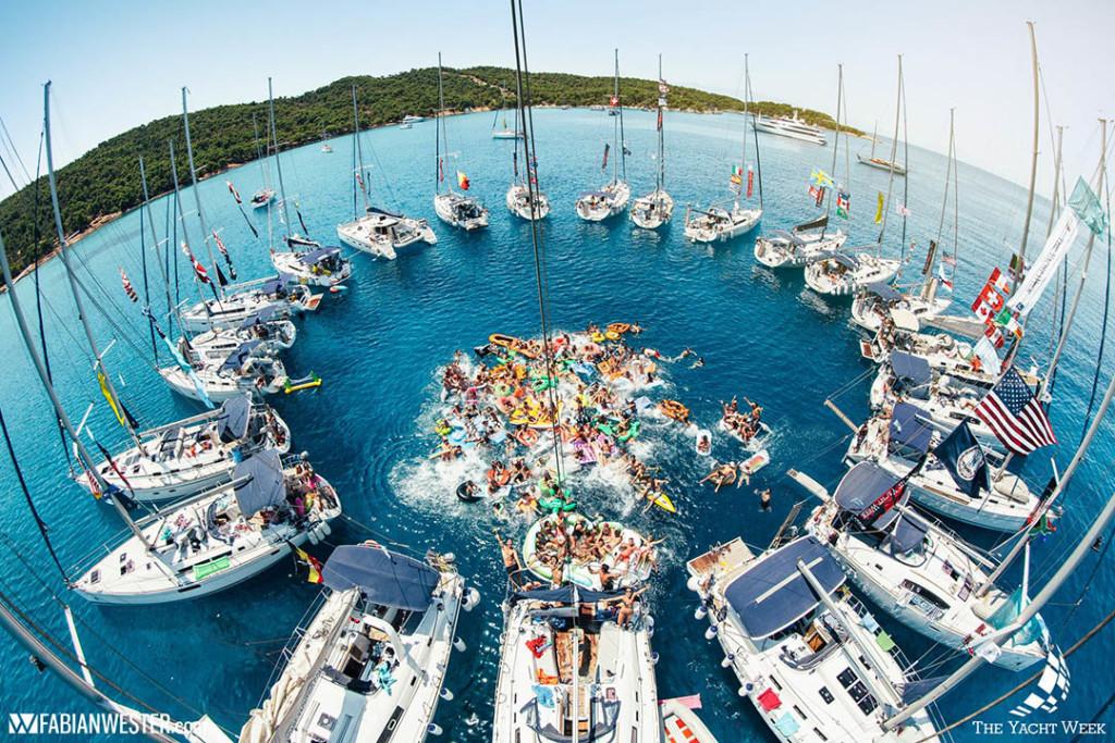 Férias com os amigos em veleiro é o novo hit