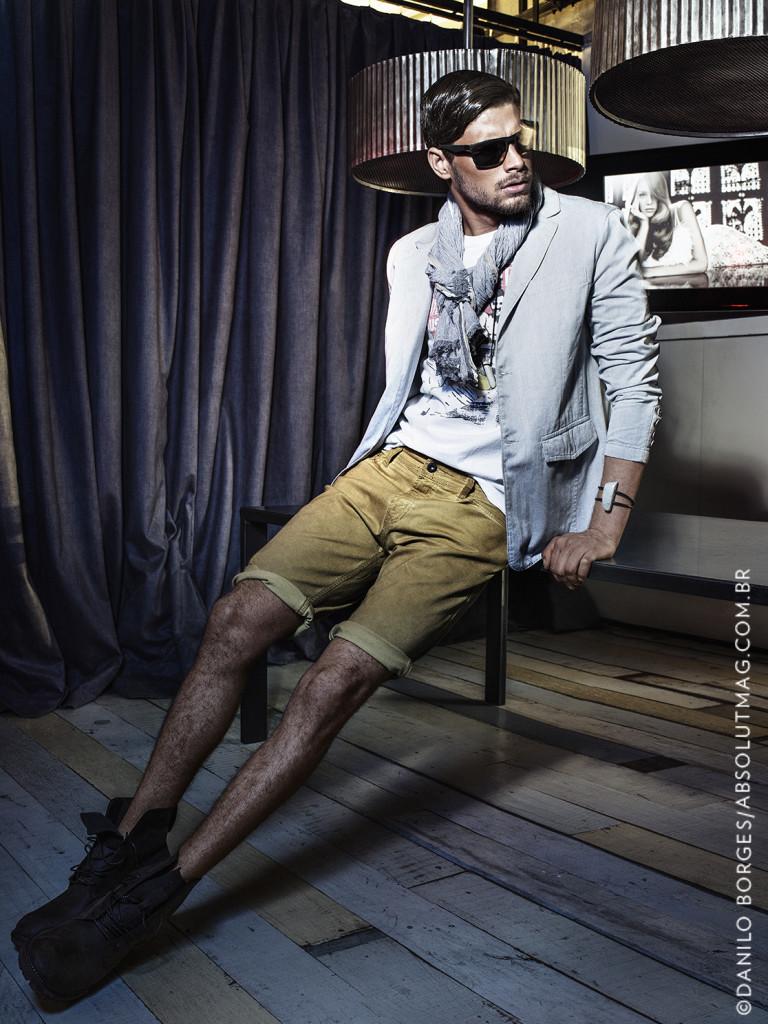 Jeans + jeans é tendência na moda masculina